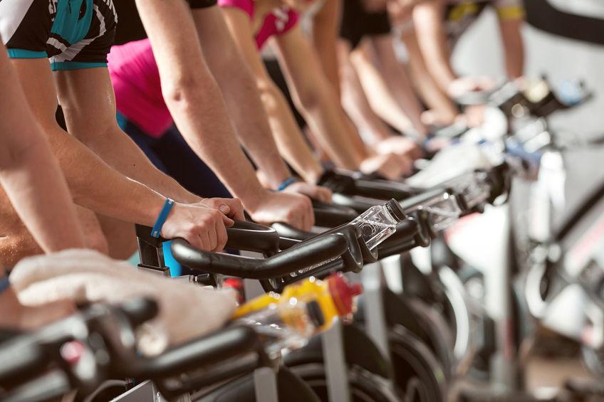 spin mix (som er for alle) - 40 min let spinning + 20 min på gulvet i fitness salen, hvor der arbejdes med mave, ryg baller og lår. En formiddags time for alle. Baby'er er også velkommen