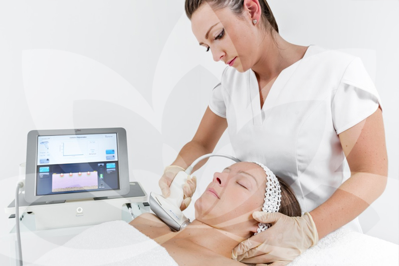 eTwo - eTwo™ combines the unique Sublime and Sublative applications for comprehensive facial and body rejuvenation. Radio frequency places heat effectively into the skin helping it increase collagen and elastin visibly reducing stretch marks and scars and improving skin tone.