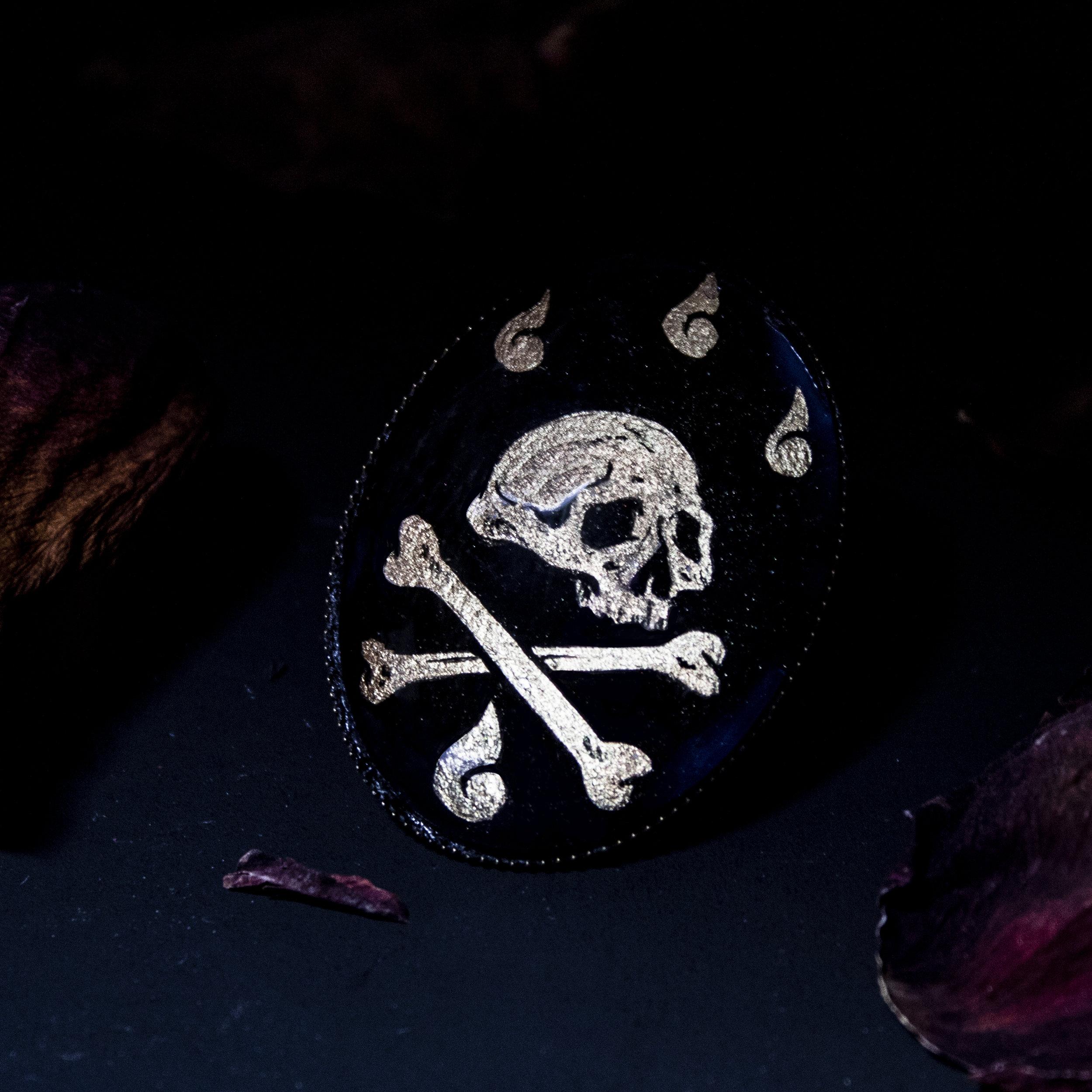 Gold Skull brooch.jpg