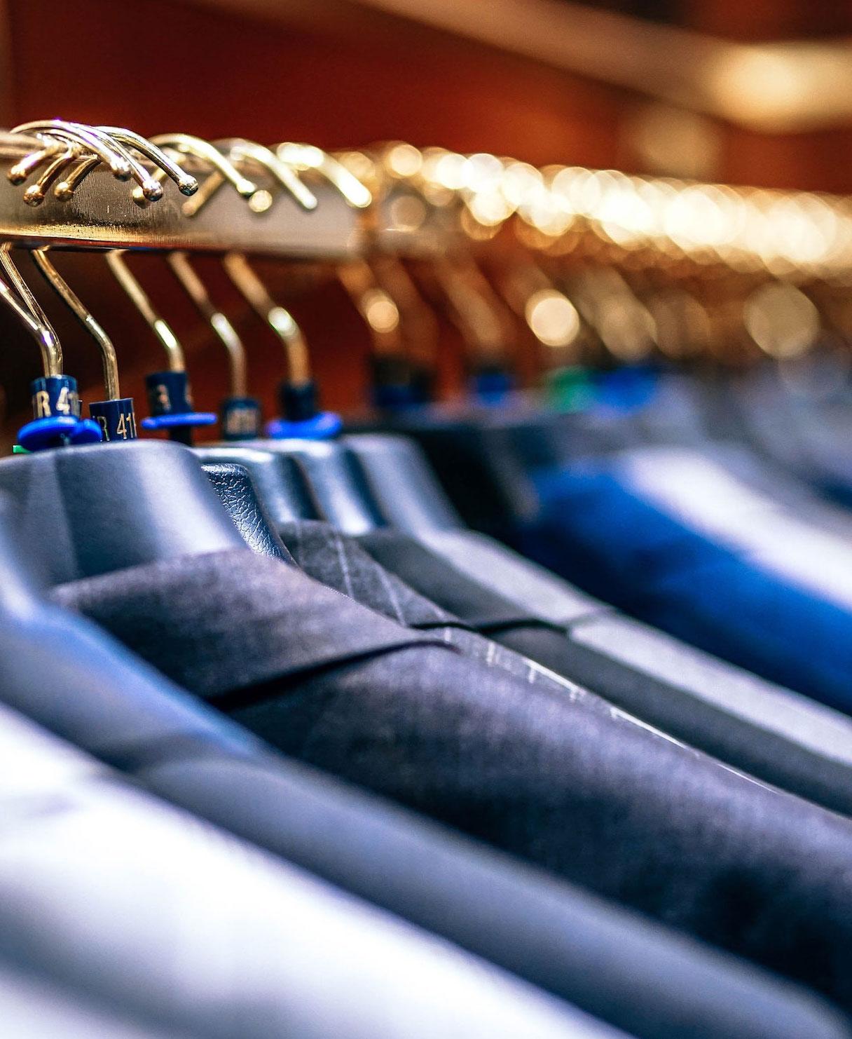 Skonsam tvätt - Skofix förmedlar kemtvätt.Tvätten lämnas och hämtas en gång i veckan.Exempel:Kostymer, dräkter, kappor, dunjackor, täcken, kuddar, madrasser och mattor.Kom och lämna in här →