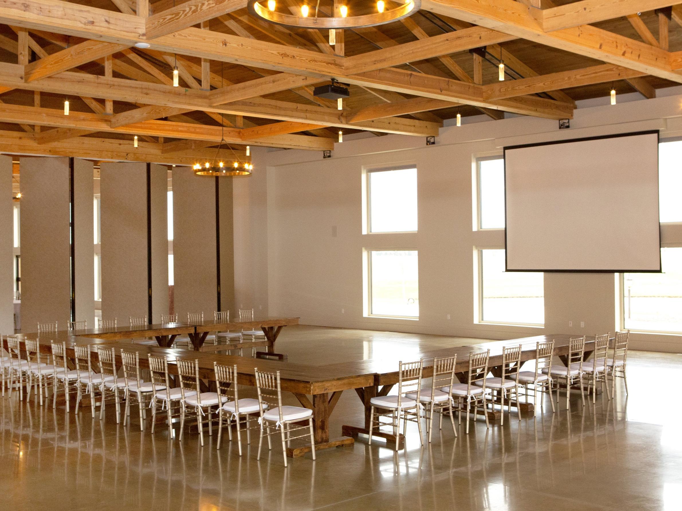 farm+tables+-+corporate+setup