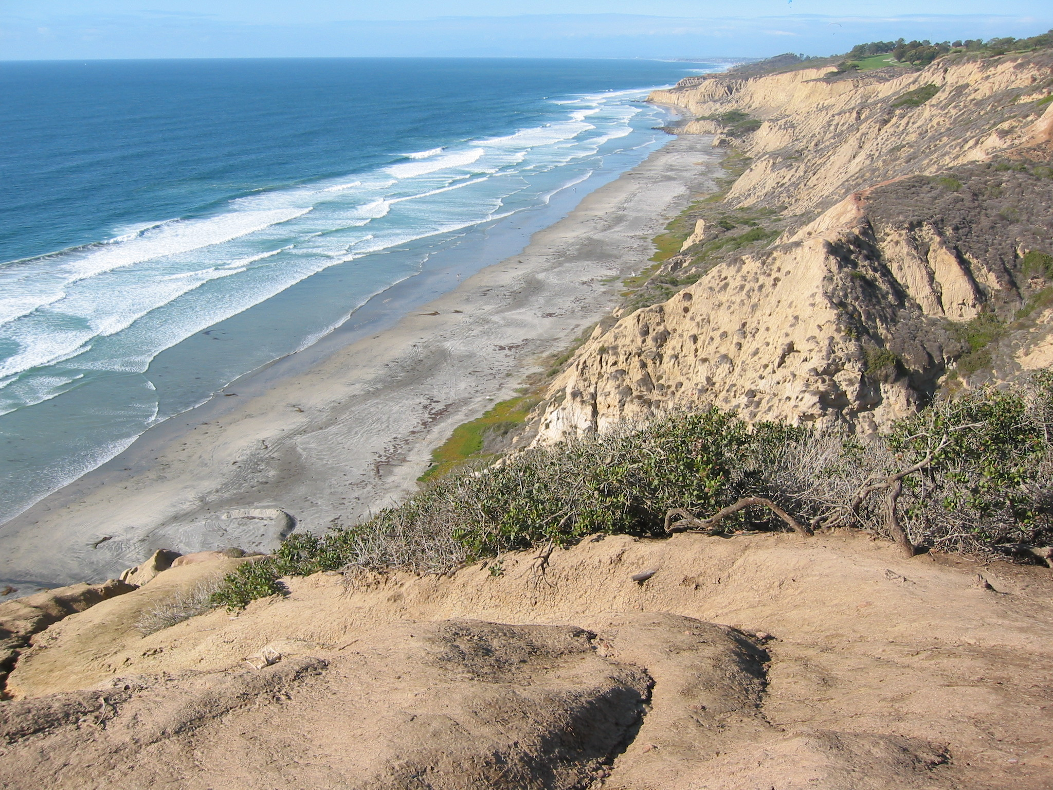 The view of San Diego's gay-popular and clothing-optional Blacks Beach, from the top of the trailhead