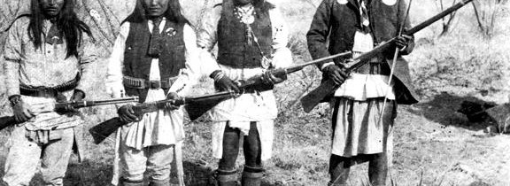 Apache_chieff_Geronimo_right_and_his_warriors_in_1886-576x210.jpg