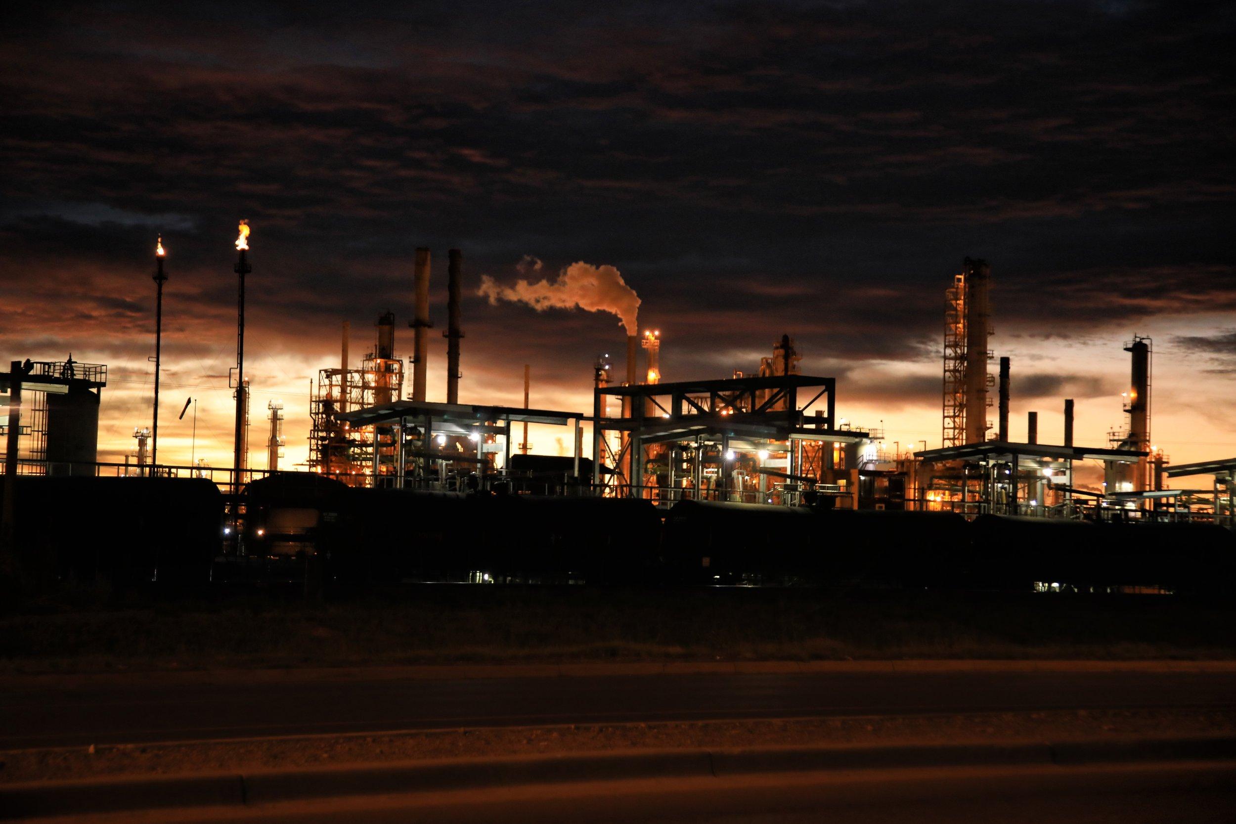 refinery-night-fugitive-emissions.jpg