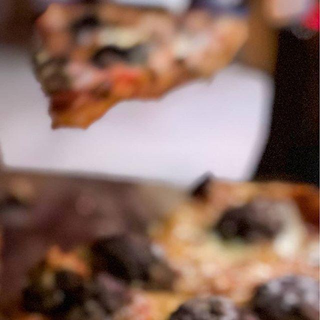 En @jaimitosgringo tenemos el privilegio de preparar la mejor pizza para ti. Nuestros ingredientes son frescos son la garantia de que te entregamos la mas deliciosa comida italiana. . . #pizzaparami #pedidoadomicilio #pepperoni #pizzalover #pizza #pizzeria #eat #manabi #mozzarella #mantaestodo #mantameencanta #restaurant #restaurantenmanta #ricacomida #ingredientesfrescos #yoamojaimitos #tiojaimito #thebest