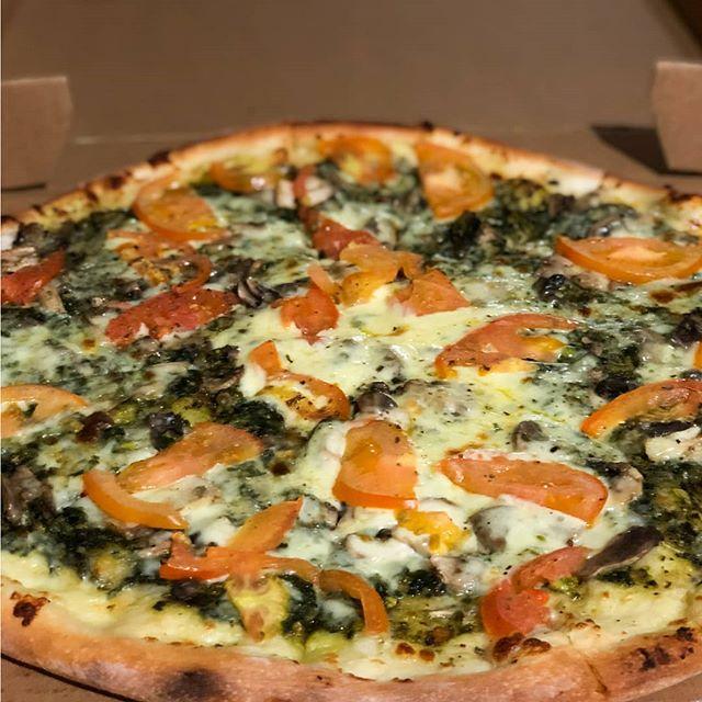 Si tienes ganas de disfrutar de una buena pizza🍕, pero en casa🏘. Realiza tu pedido en 👉www.eatinmanta.com/jaimitos y te atenderemos de inmediato ⚡. . Contáctanos también al: 📲 095-958-4716 ☎ 05-267-7111 . . . .  #mantarestaurante #tiojaimito #jaimitosgringo #eatinmanta #pizzalover #pizzadomicilio #pedidoadomicilio #eat#querico #delicioso #fresca #losmejoresingredientes #bestingredients #bestinmanta #notjustagimmick #pastadetomate #pizzaparami #foodporn #pizza #comidaitaliana #ricacomida #mantaestodo #mantaecuador #manta #mantameencanta #delicious #buenapizza