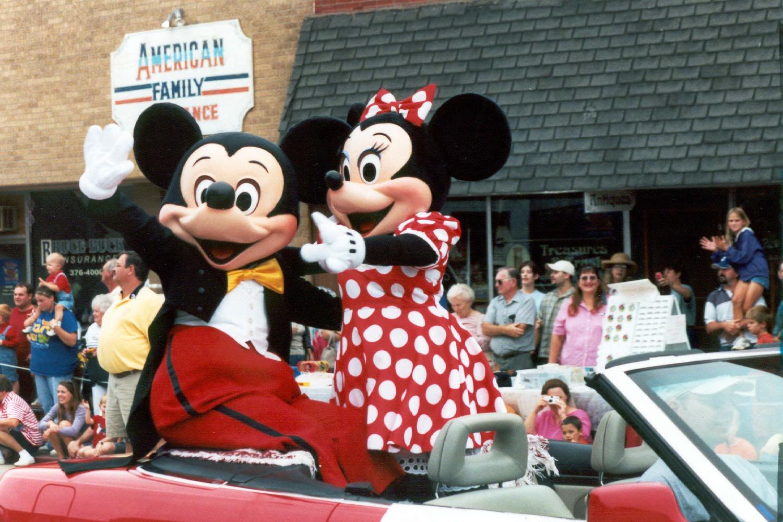 DIS 07 birthday mickey and minnie.jpg