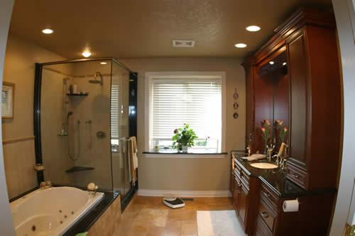 01 Bathroom.jpg