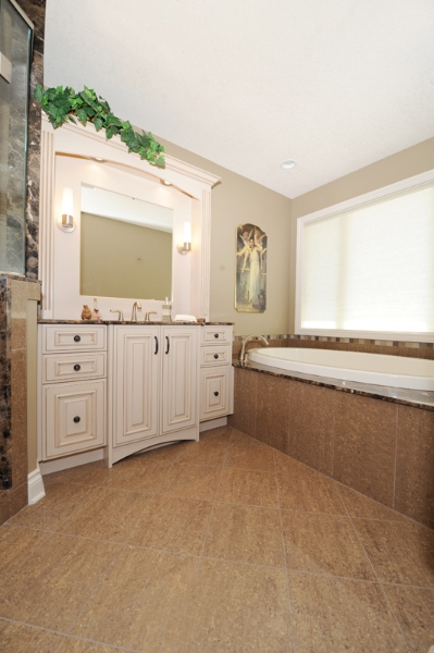 02 Bathroom.jpg