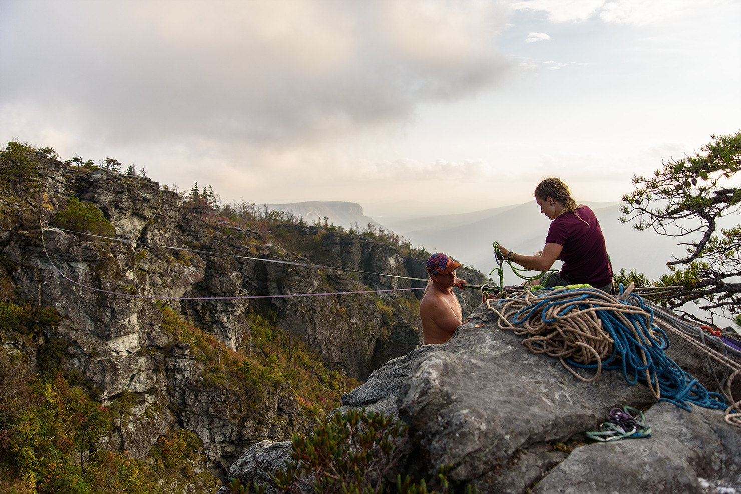A local group called the South East Slackliners were having a gathering in the gorge last October. They were all nice enough to let me hang out with them and snap some images over the course of the week as they set up their rigs throughout the gorge.