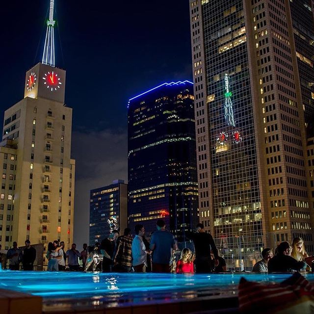 This is #Friday night @waterproofdallas! 🍾🥂 For reservations and bottle service please email hello@waterproofdallas.com . . . . . . #yachtclub #rooftop #seeandbeseen #underthestars  #poolside  #alcohol #cocktails #drinkingtime #downtowndallas #dallas #singles #lifestyle #boozy  #friends #tipsy #happiness #bacheloretteparty #livemusic #birthdayparty #dallasevents #friday