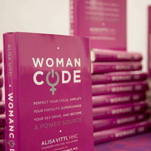 Have you ever read a book that was so transformative you felt a little upset that you hadn't stumbled across it earlier?  That's exactly how I felt when I read Woman Code by Alisa Vitti. A lot of my recommendations as a fertility practitioner come from key principals in this book and I recommend it to every woman who wants to know more about her body.   In traditional western medicine we spend a lot of time throwing medications at our hormonal problems hoping to fix the symptoms but not the cure. Alisa delves much deeper into fixing these issues from within and balancing our bodies to live a meaningful and more productive life.   Read it, read it, read it! It's also on Audible! 💕 (this is not a paid endorsement. Alisa does not know I exist 😉).  📷: @floliving
