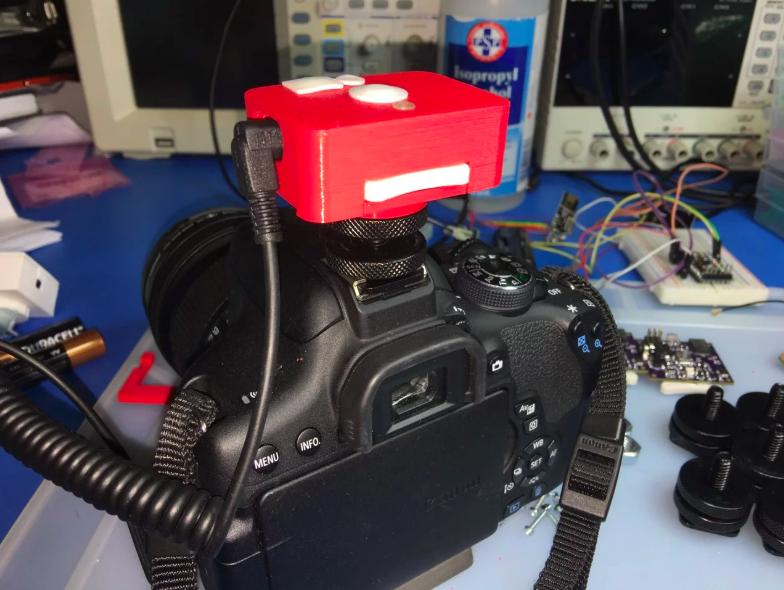 Intervalometer/lightning trigger in 3D-printed case on top of the camera.