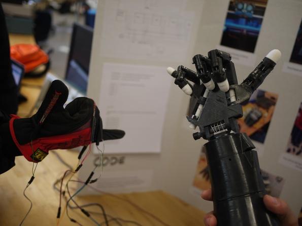 Rad! Robotic hand at work.