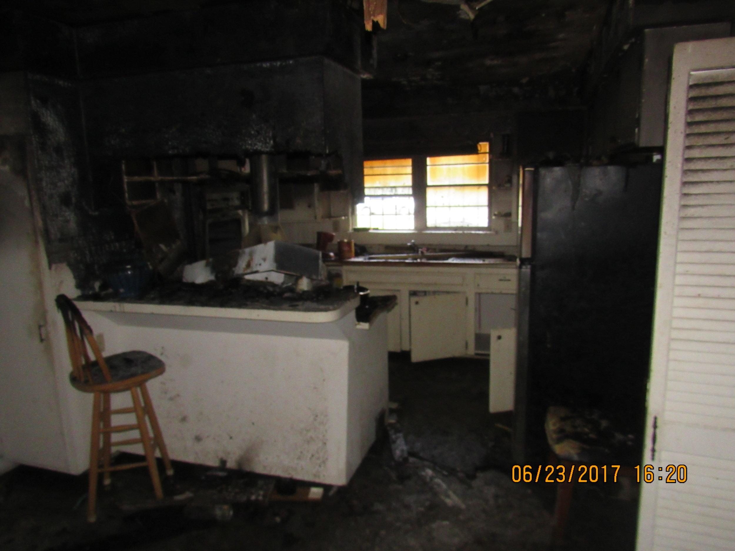 Howard Kitchen Before (2).JPG