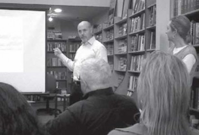 Photo of Alan Hess, San Jose Mercury News Architecture Critic and author, lecturing about San Francisco Moderism