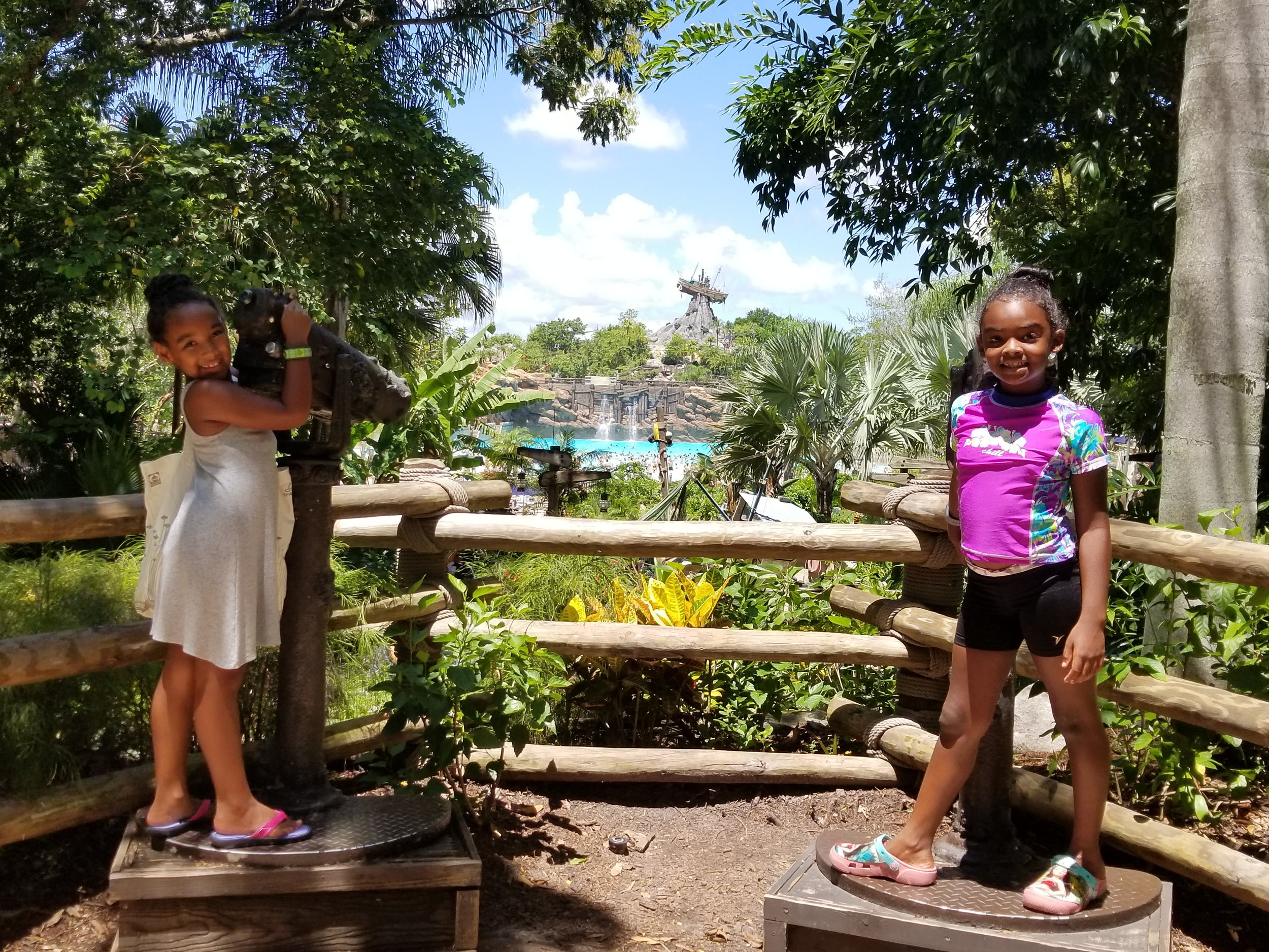 Girls_Typhoon_Lagoon.jpg