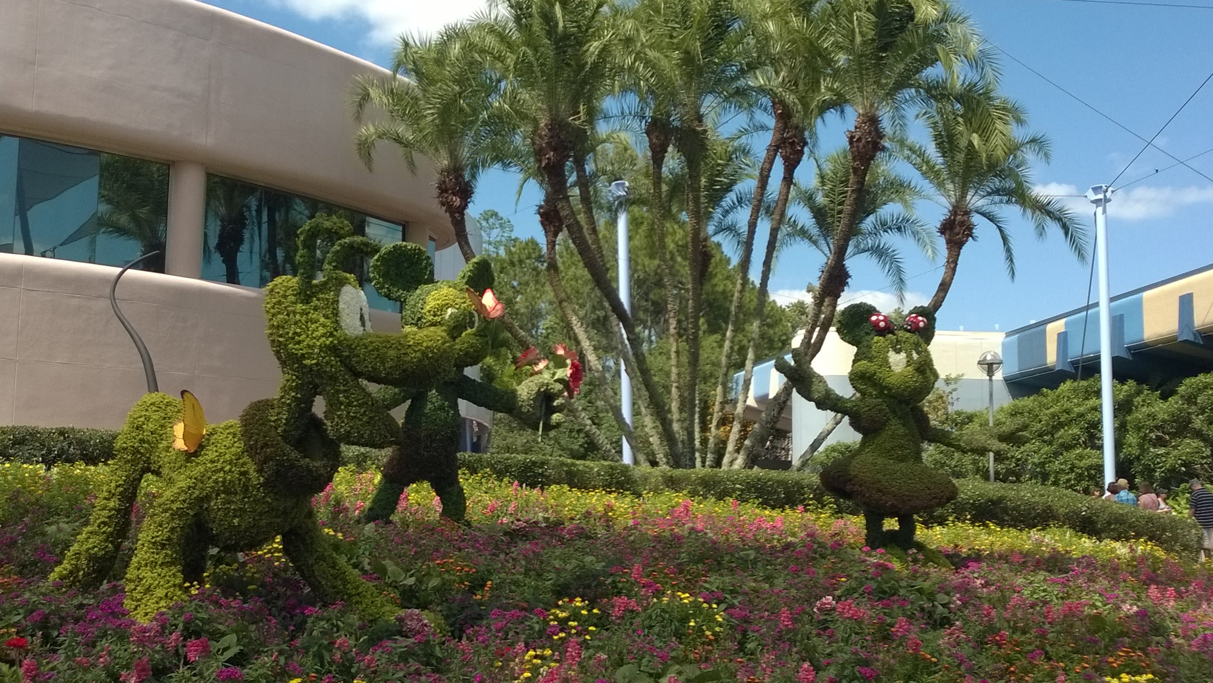 Epcot_Mouse_Topiary.jpg