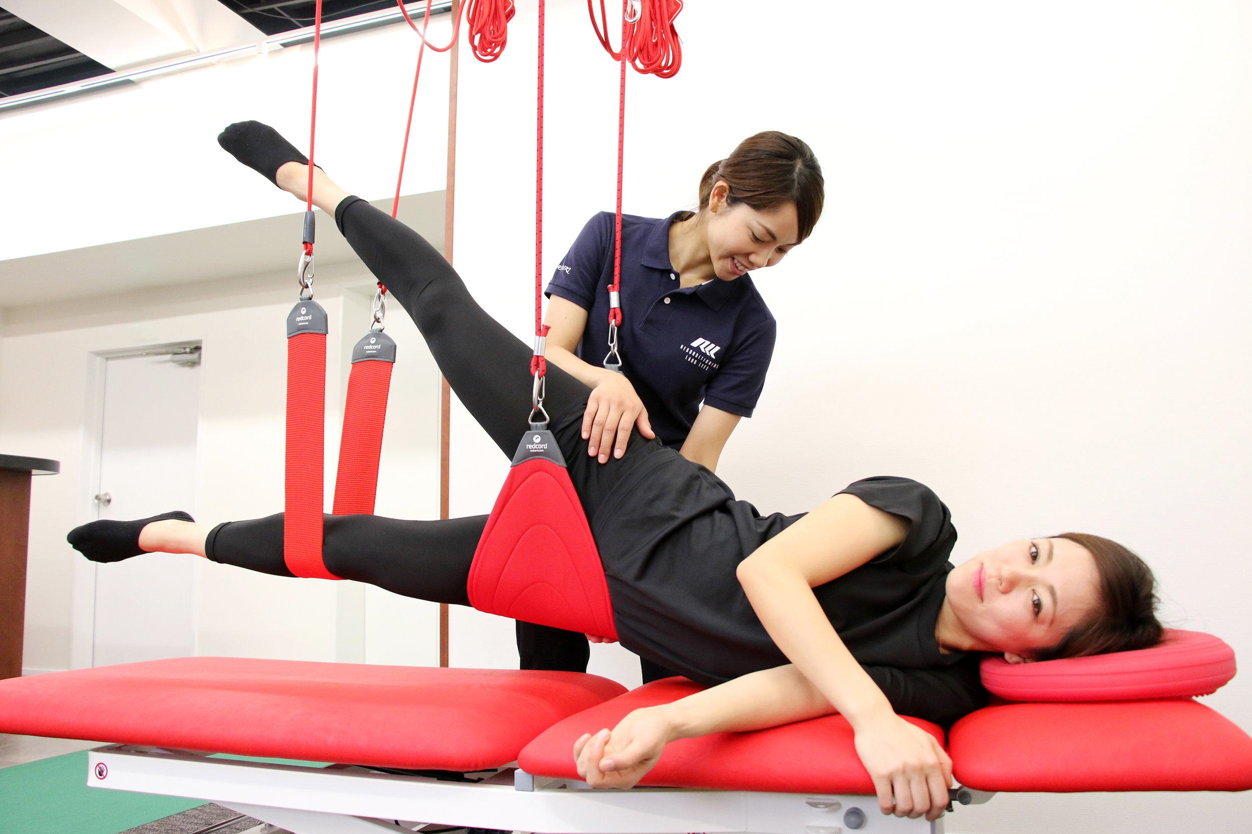ボディメイク - redcord®でのエクササイズと、気になる部位の筋肉の緊張を緩和させることで、若々しく美しい姿を維持できるようになります。姿勢や歩き方の癖は、経過をチェックしながらより美しい姿へと修正を進めていきます。