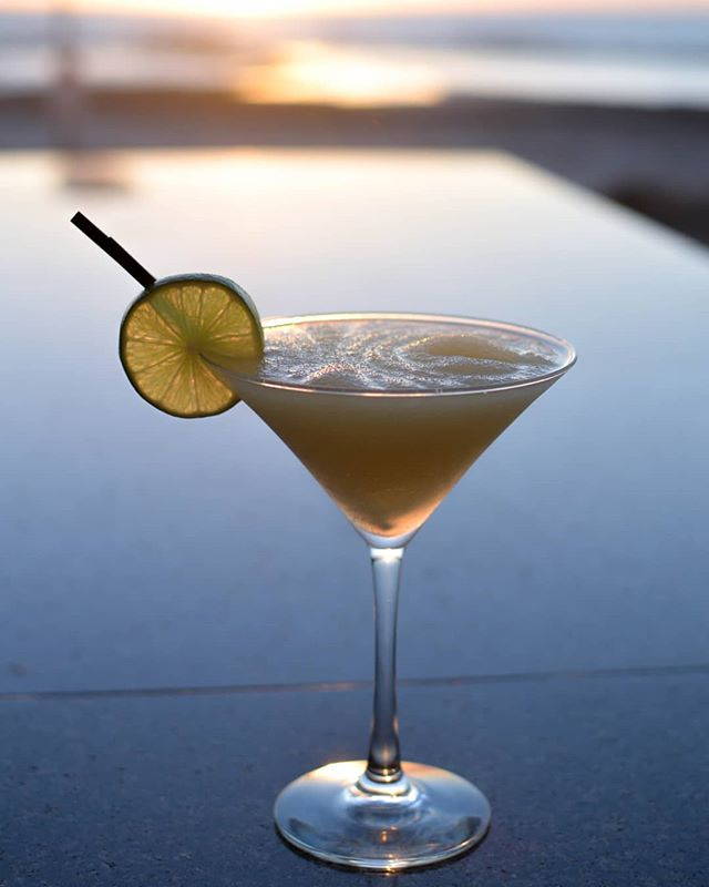 It's been an awesome day down by the beach, why not head in for a frozen margarita to cool down. - - - - - - - #sunset #bar #cocktail #tequila #cointreau #margarita #herradura #mixology #frozen #drinks #beach #sun #summer #sand