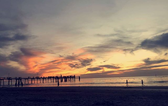 Glenelg has been throwing some awesome sunsets at us this week, come down and catch tonights.  Happy Hour 6 - 10. ⭐$6 Base Spirits ⭐ ⭐$6 House Wines⭐ ⭐$6 Tap Beers⭐ ⭐$7 Krakens⭐  Buy 1 Get 1 Free ⭐Vonu & Cooper's Dry⭐ - - - - - #sunset #bar #sunetbar #marinapier #glenelg #5045 #beer #wine #spirits #coopers #vonu #cocktail #cocktails #sea #sun #sand #saturdaynight