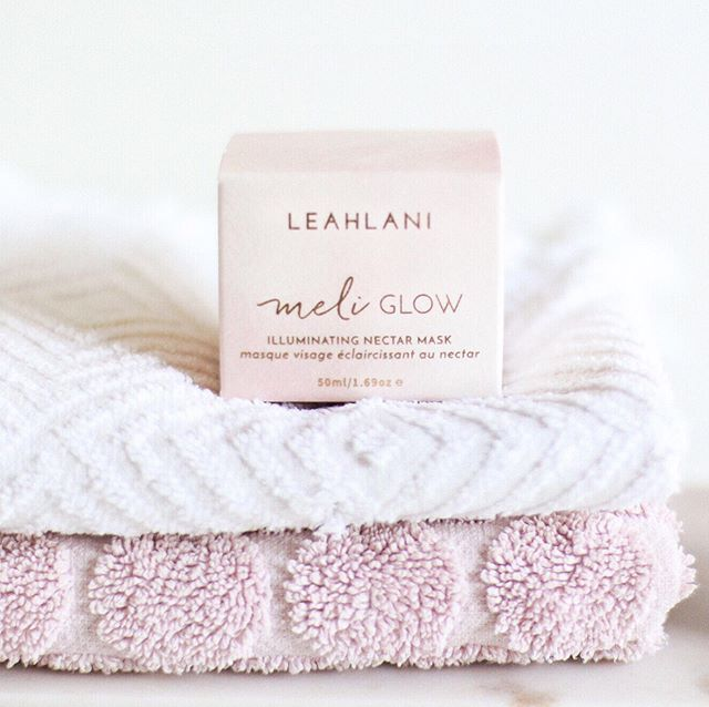 After more than a week with the flu, there's no better way to restore the glow to my skin than with @leahlaniskincare's Meli Glow Mask ✨💎 Do you find your complexion gets lacklustre if you've been unwell? How do you get that healthy glow back?⠀ .⠀ I love the small exfoliating particles in this, and fruit enzymes that gently exfoliate along with the honey to hydrate & plump 🍯 I always thoroughly massage the skin after letting this sit for 30mins before rinsing and my skin feels wonderfully soft 🌸⠀ I purchase @leahlaniskincare from @eveorganics. You can use code LIBERTYGREEN15 to save 15% — link in bio ❤️⠀ .⠀ .⠀ .⠀ #nontoxic #nontoxicbeauty #nontoxicskincare #greenbeauty #organicbeauty #organicskincare #beauty #bblogger #bbloggers #naturalbeauty #natural #skincare #naturalskincare #blogger #libertygreen #greenbeautyblogger #greenbbloggers #organiclife #organic #healthylife #healthyskin #nomakeup #darlingmovement #cleanbeauty