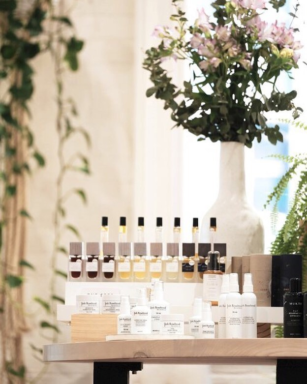 In the heart of the bustling Melbourne CBD, not far from the Bourke St Mall, you'll find a secret oasis. Calming, light-filled and brimming with the best of Australian and international beauty, @OneFine.Secret is one of Melbourne's newest clean beauty stores 🌿 Take a peek inside & find out more about the store & it's founders in my interview with @onefine.secret, live on the blog now! ❤️⠀ .⠀ Link in bio to have a read   ⠀ Photography: One Fine Secret .⠀ .⠀ .⠀ #nontoxic #nontoxicbeauty #nontoxicskincare #greenbeauty #organicbeauty #organicskincare #organicmakeup #bblogger #naturalbeauty #natural #naturalmakeup #skincare #makeup #motd #naturalskincare #blogger #libertygreen #greenbeautyblogger #greenbbloggers #bbloggersau #organiclife #organic #FOTD #healthylife #healthyskin #thatsdarling #ecobeauty #ecoluxebeauty #cleanbeautyrevolution