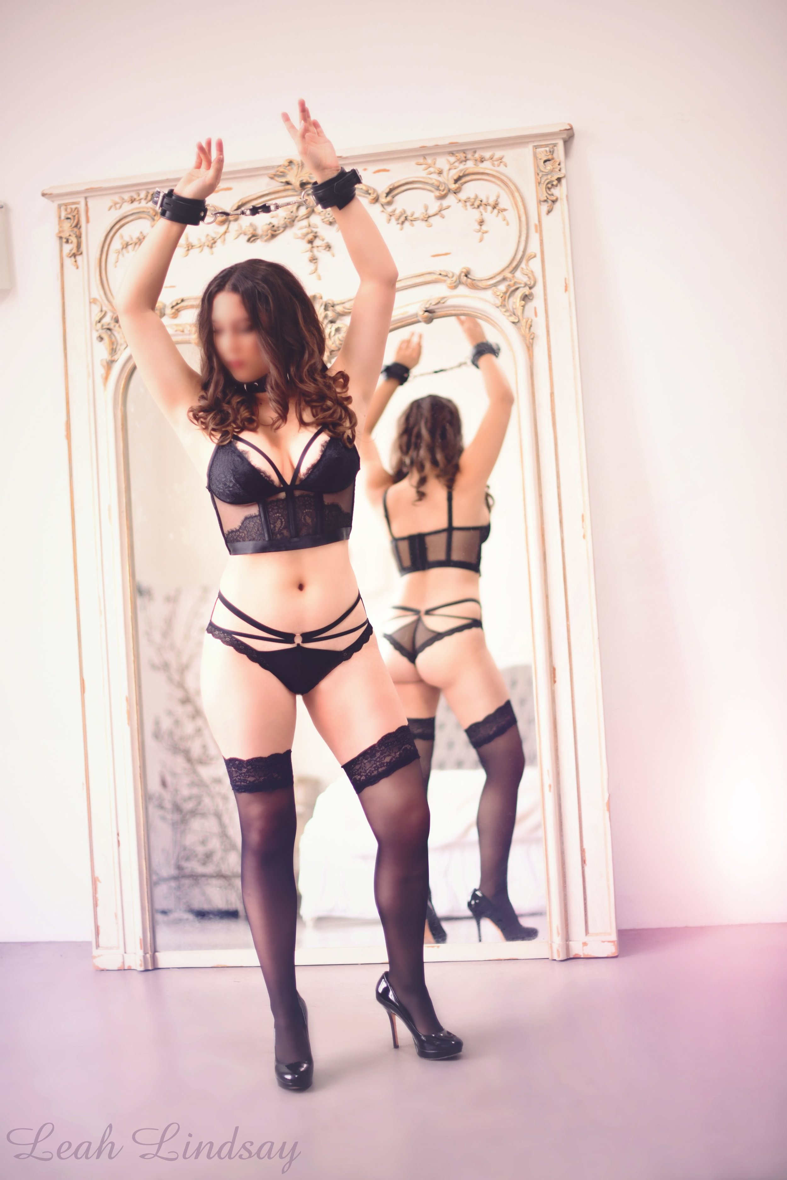 Leah Lindsay - Kinky BDSM Submissive