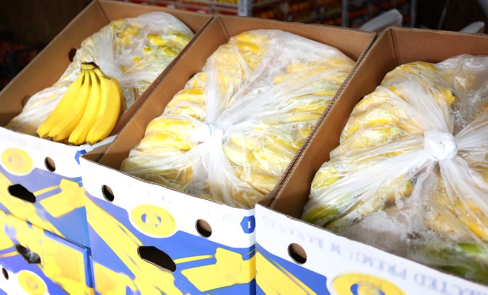 In supermarkten vind je vaak gratis gebruikte bananendozen. Deze dozen zijn handig om je spullen in te laden.