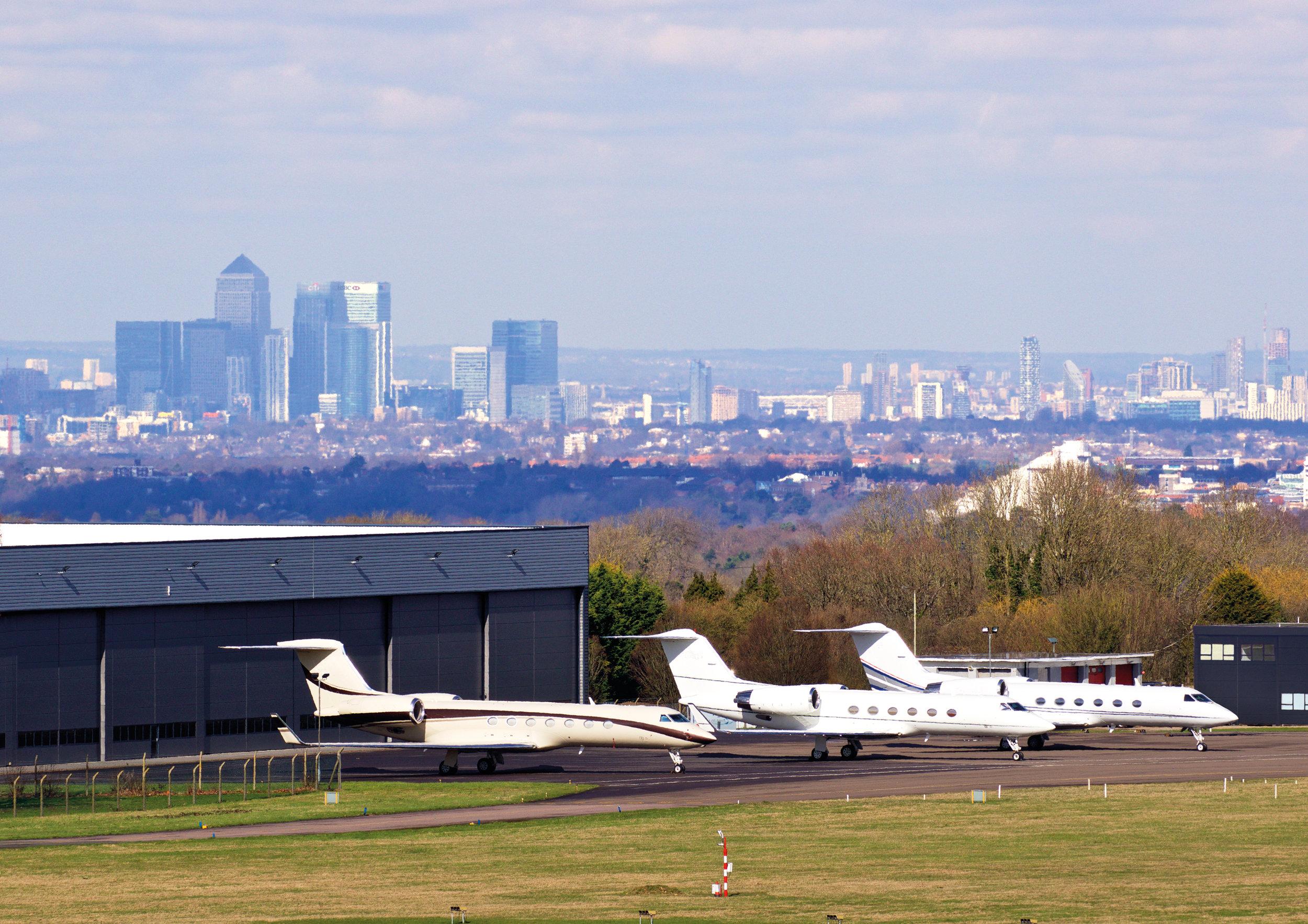 LDN007 - London Biggin Hill - Gulfstreams and Canary Wharf.jpg