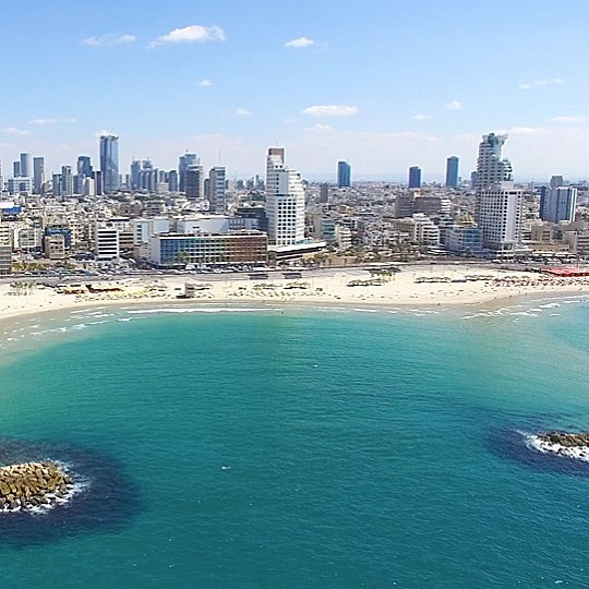 Oh hello! 👋🏼 We've been a bit quiet on here lately haven't we! The big blue bus has been poorly 😬 so we have been off the road since last week! We are *hoping* the old girl will be fixed shortly and back on the streets SOON! 🚙 . In the meantime, here's #telaviv 👆🏻 It's the #vegan capital of the world according to @skyscanner ✈️ Comment down below YOUR favourite places in the world to eat #MeatLess! 🌱