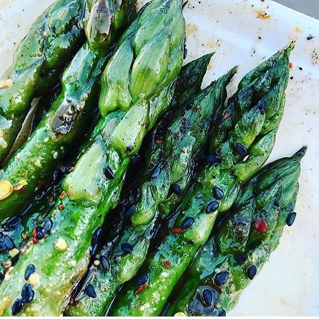 "Happy #meatlessmonday folks! 🌿 . Now, we are still having a few little technical probs with the big blue bus (boo) but hope to back out on the beat really SOON! 🚙 🤞🏼 . So today we'd like to re-share this delicious looking pic of our British asparagus with miso dressing, taken by @thegreengagetree who announced today that it was ""one of my favourite dishes in a long time"". #chuffed 😊"