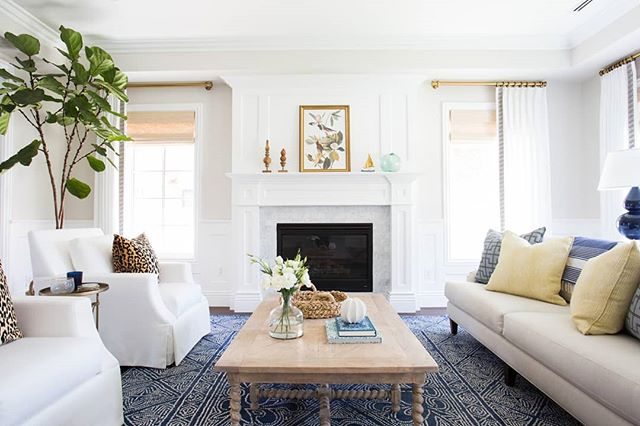 White on white😍😍 #livingroom #furniture #room #white #interiordesign #black #black-and-white #couch #property #table #home #wall #building #house #floor #coffeetable #monochromephotography #design #studiocouch #slipcover #chair #ceiling #style #flooring