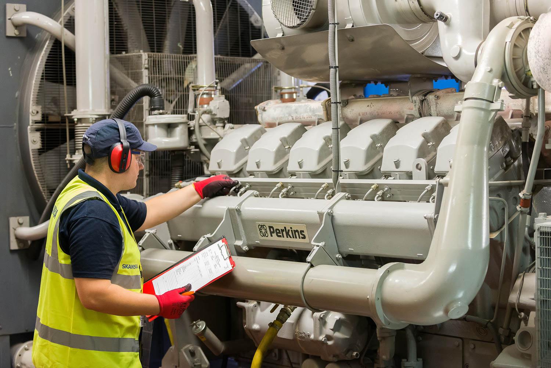 Large Perkin's engine and maintenance operator