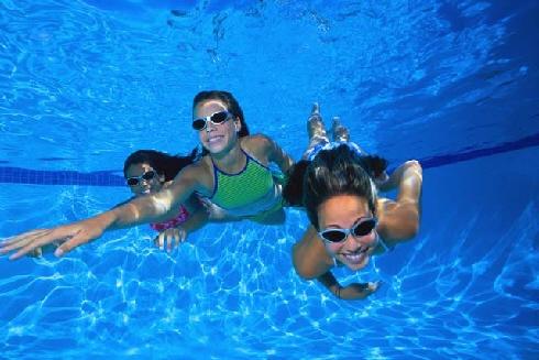 Kids-in-swimming-pool.jpg