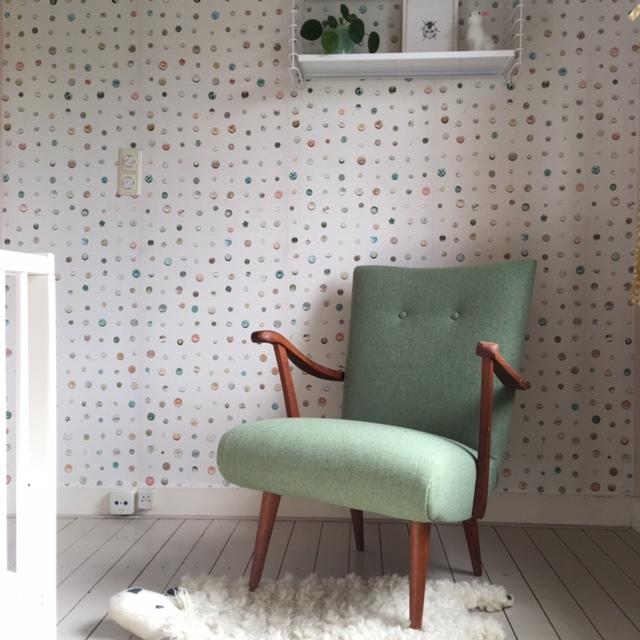 Vintage fauteuil , volledig gerenoveerd en gestoffeerd met een gerecyclede wol.