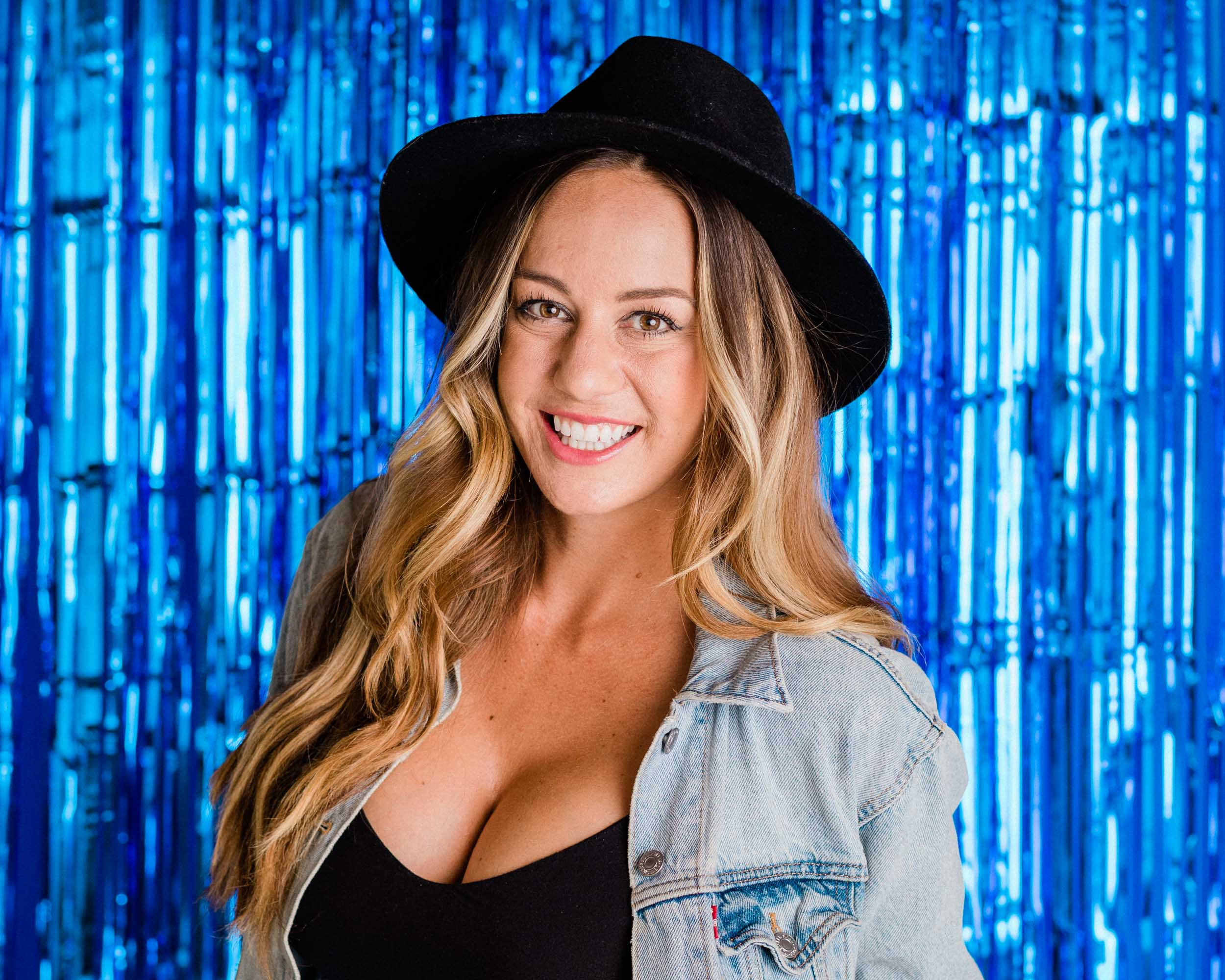 ALLIE SHANE - Allie is a Southern California native who was born to throw parties. Her company Pop the Champagne runs day-of-coordination for over 90 weddings per year. She's seen it all.