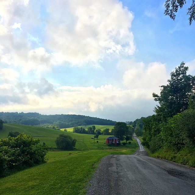 Hills for dayssss. 9️⃣ more until #NYC to be exact. Haven't run through hills since western Oklahoma — excited for the challenge and the beautiful scenery! . . . #peopleobjective #runforpeople #transcontinental #newyorkcity #ultrarunning #running #runner #instarunner #socialjustice #fairchance #incarceration #byeohio #westvirginia #ohio #midwestlife
