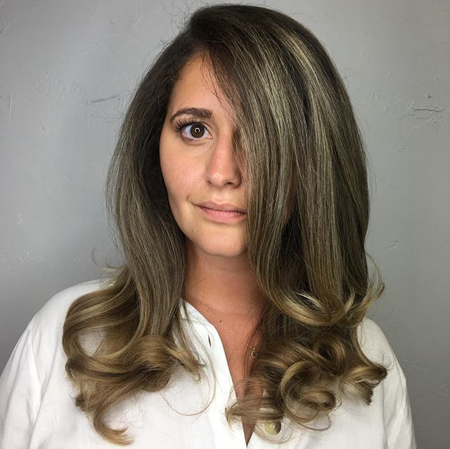 Have you gotten your blowout today? We have openings! Call or text (469) 733-0948 or (970) 309-6727 . Blowout by @erika_emely_beauty . . #aspenblowouts #aspen #aspenmountain #ajax #aspenweddings #aspenstylist #stylist #blowoutsfordays