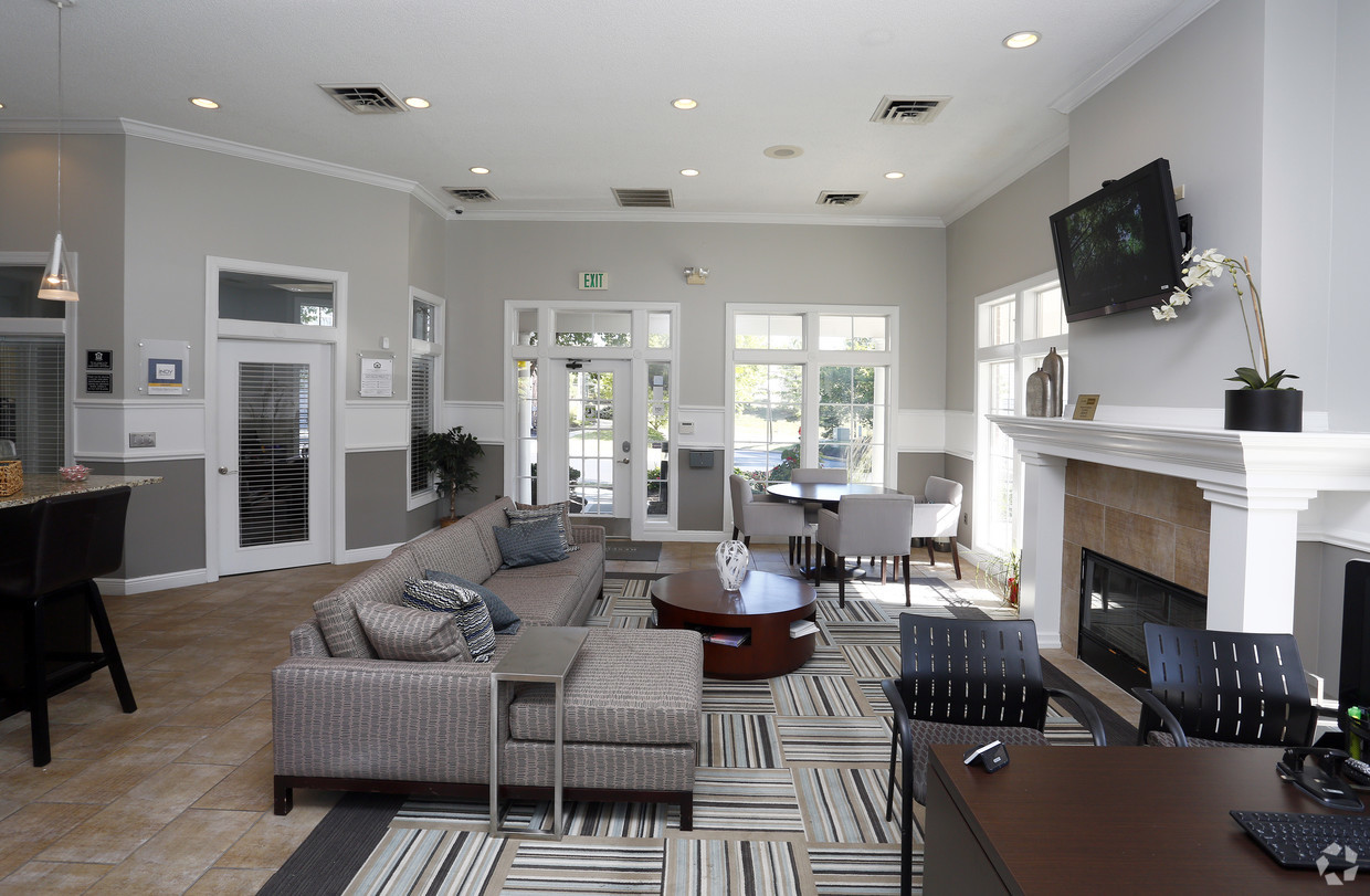 grande-reserve-at-geist-indianapolis-in-clubhouse.jpg