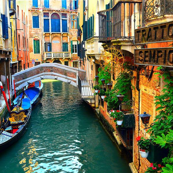VeniceItaly-restaurant-600x600.jpg