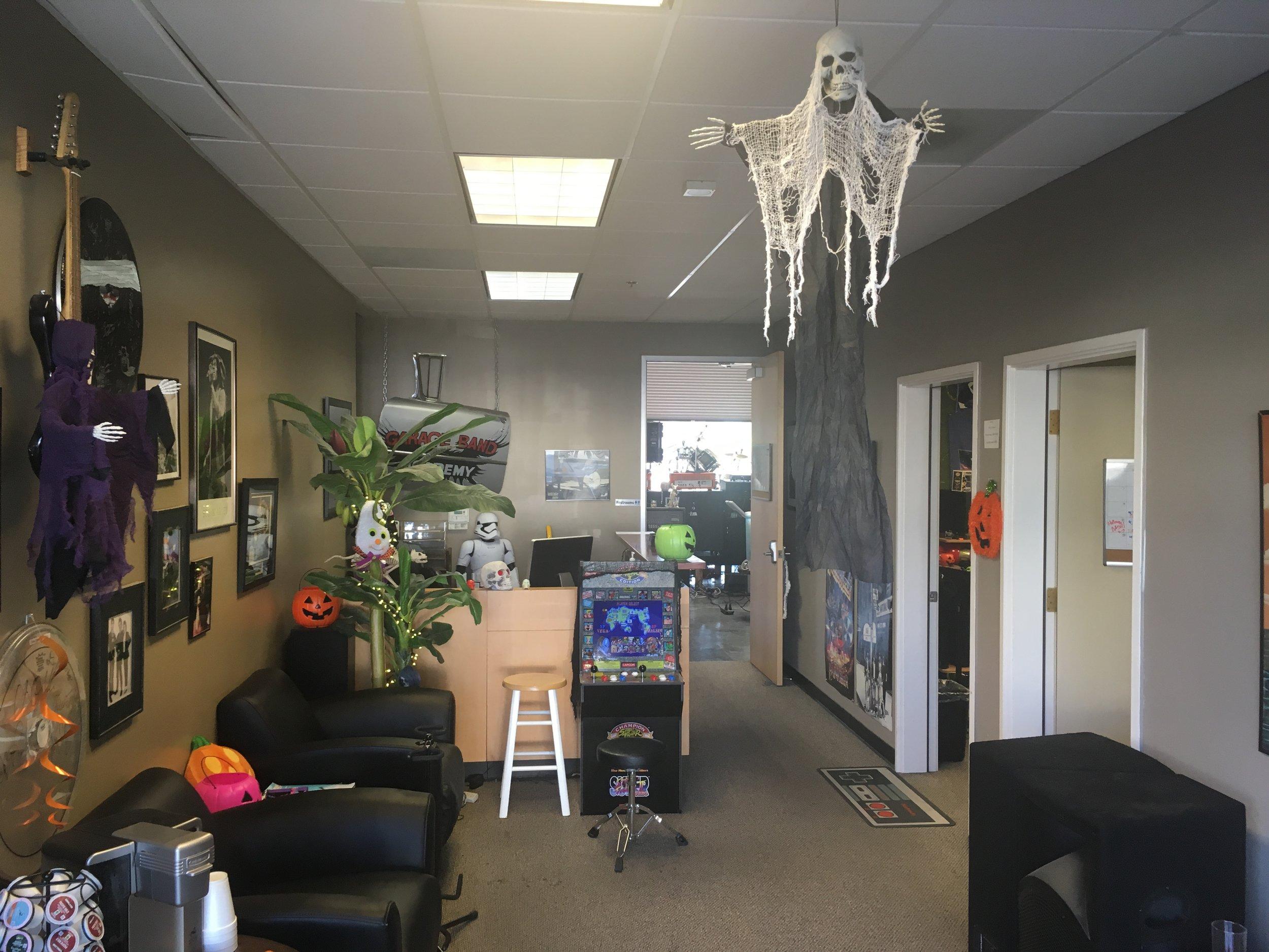 halloween lobby.JPG
