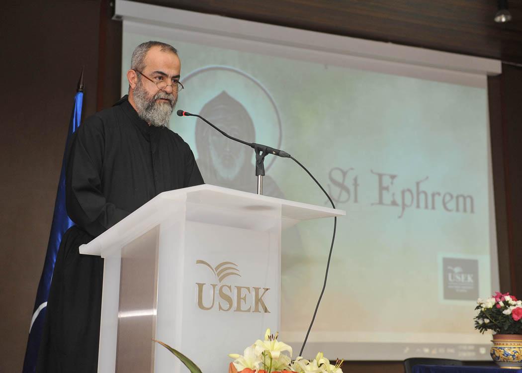 من-ندوة-جامعة-الروح-القدس-–-الكسليك-عميد-كلية-اللاهوت-الحبري-الأب-الدكتور-الياس-جمهوري.jpg