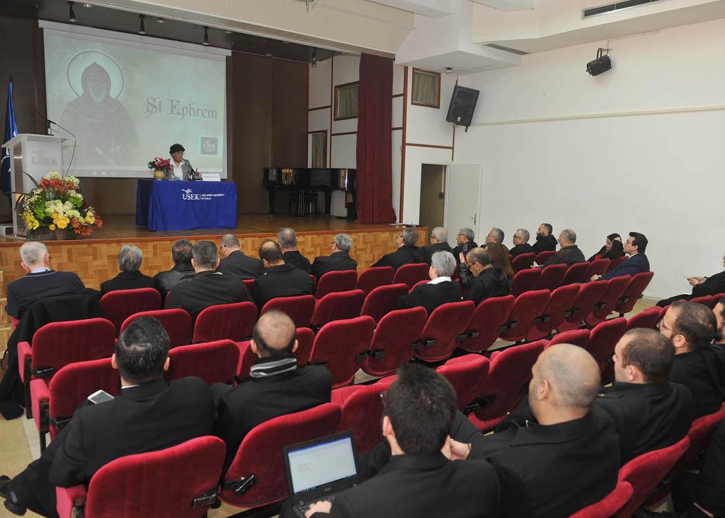 من-ندوة-جامعة-الروح-القدس-–-الكسليك.jpg