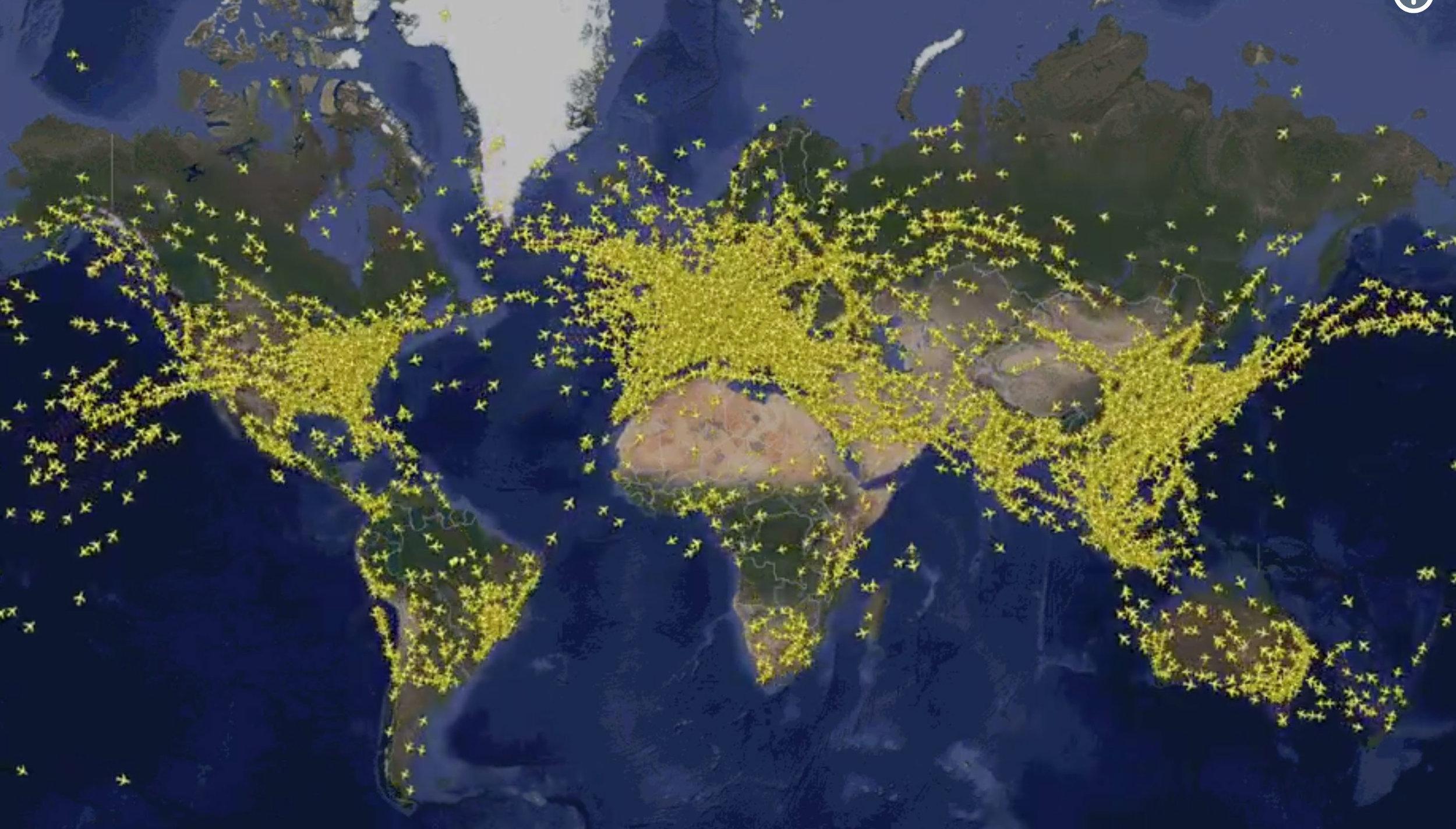 Tilannekuva maailman yhtäaikaisesta lentoliikenteestä. Lähde:  https://www.flightradar24.com/