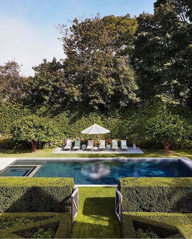 Poolside state of mind. #SummerFridays #LessStuffMoreLife #Repost @elledecor
