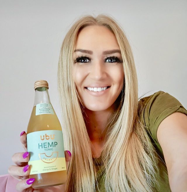 It's all about BALANCE! Thank you @DrinkUbU for gifting me this amazing Citrus & Ginger Hemp Tonic! It's vegan, sparkling and full of Antioxidants! 😋⠀ #DrinkUbU #OpenMindfulness #BeYourBestYour #vegan #sponsored
