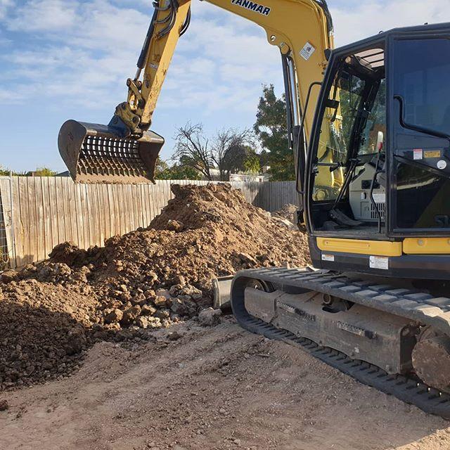 #excavator #construction #heavyequipment #heavymachinery #caterpillar #earthmoving #cat #digger #excavation #heavyequipmentlife #komatsu #yanmar#constructionequipment #machinery #truck #demolition #earthmover #kobelco #terex #kubota #excavators #jcb #crane #engineering #skidsteer #bobcat #dirtlife #freightliner #melbourne #melbournebuilders