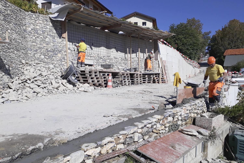 Doublage des murs avec pierres de récupération