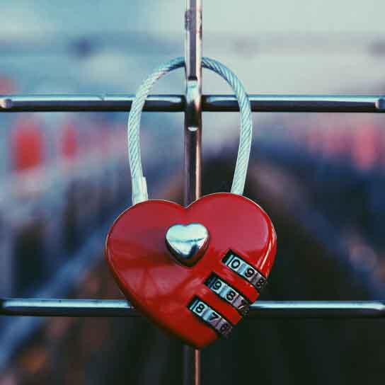 heart-shaped-padlock_t20_kXG42R.jpg